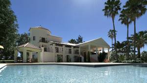 FluidRay exterior render with pool